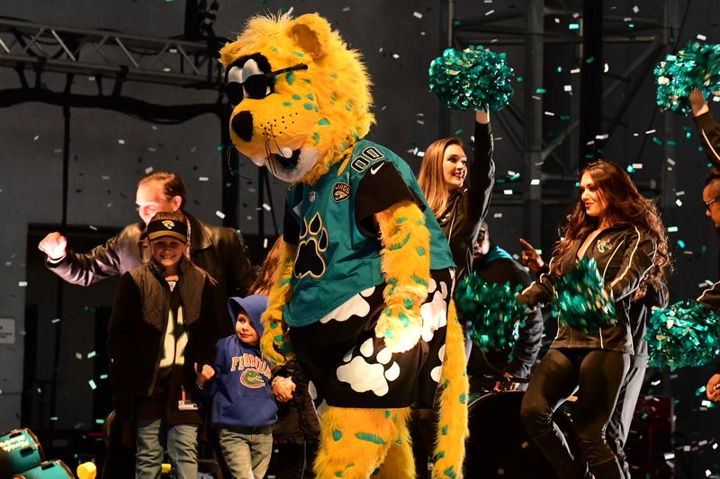 Jaxson de Ville, the ROAR and Mayor Lenny Curry rev up the crowd at Daily's Place.