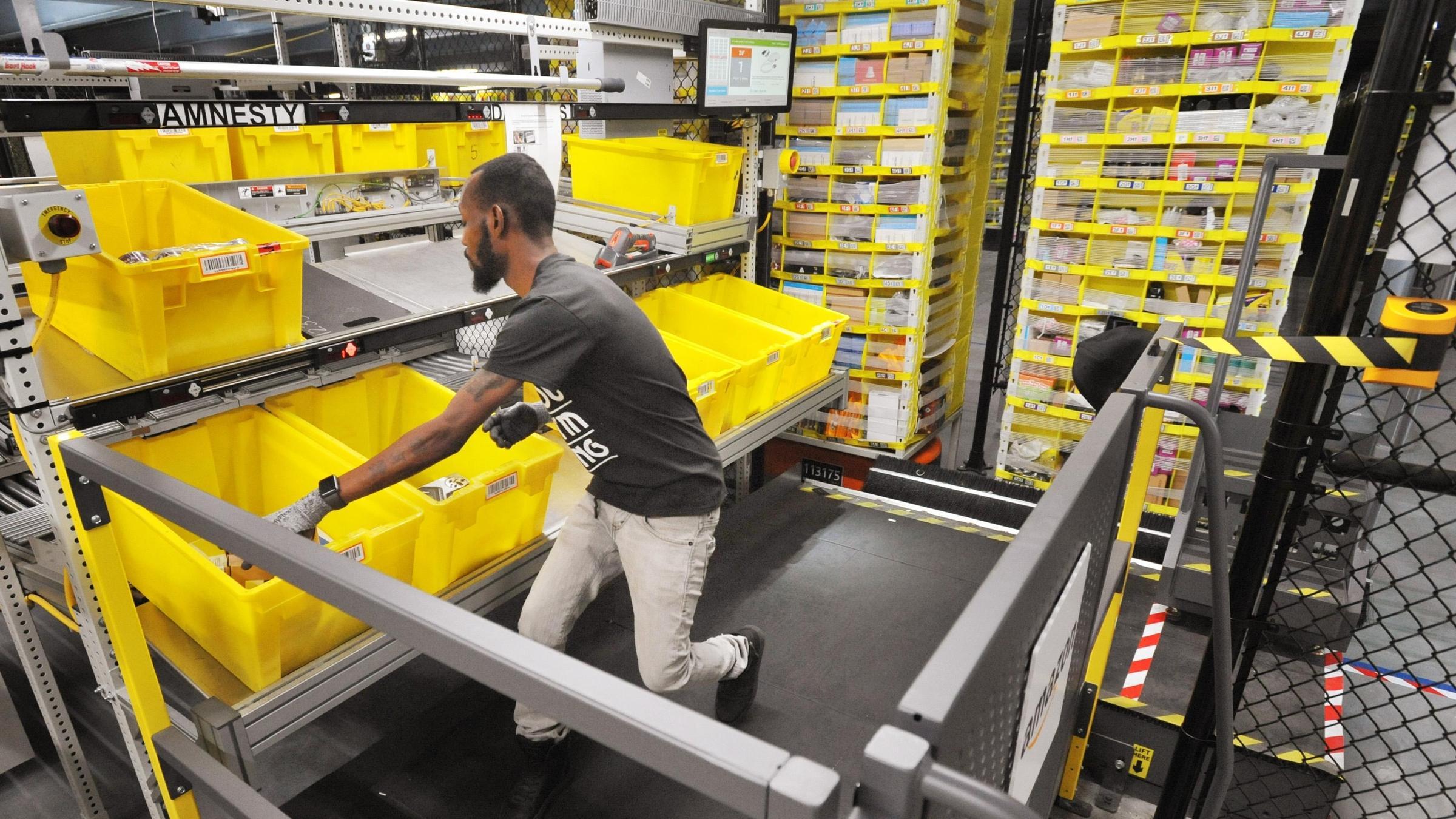 foto Amazon warehouse worker slams working conditions in Guardian op-ed