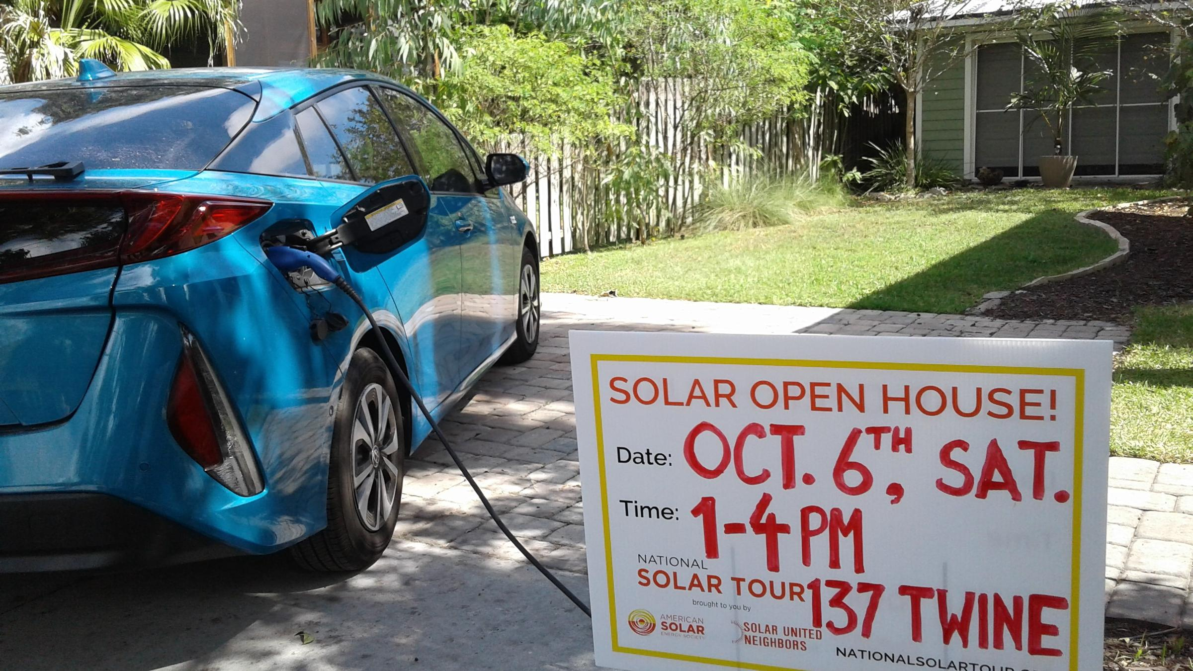 St Johns County Solar Homeowners Will Show Off Their Power Savings Panel Car Toyota Warren Clarks Prius Prime Is Primarily Powered By Sunshine His Augustine Home Part Of This Weekends National Tour