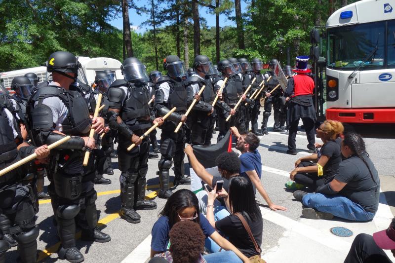 Police block anti-Confederate rally protestors.
