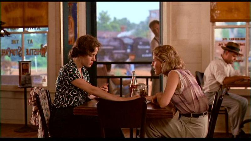 Mary-Louise Parker and  Mary Stuart Masterson in a scene from Fried Green Tomatoes.