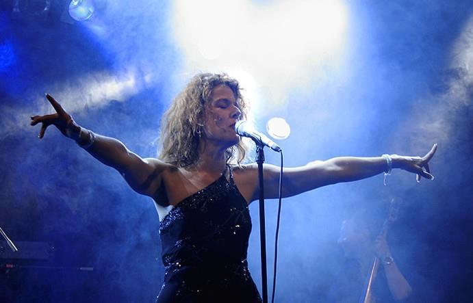 Atlanta singer Gwen Hughes during a perofrmance.
