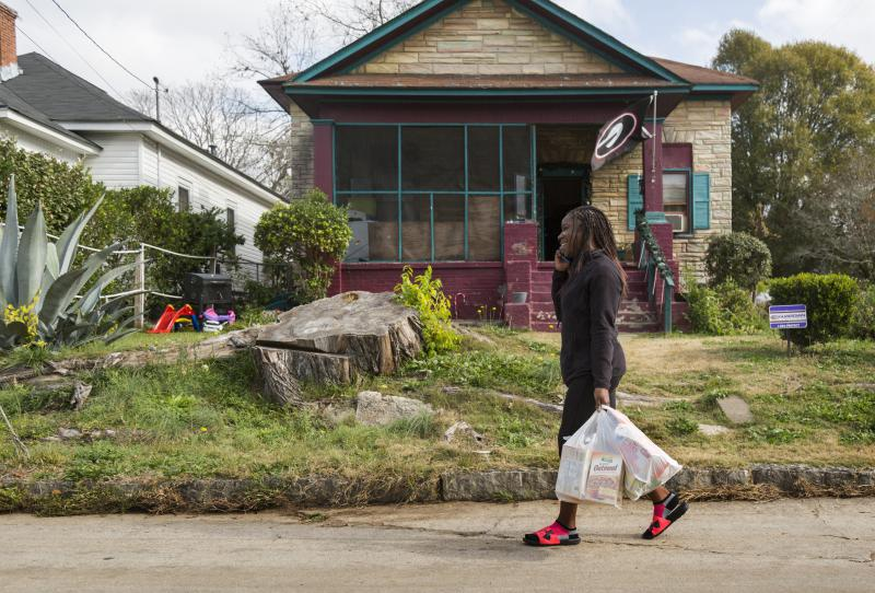 """Shakira Stewart carries groceries home from the closest store she can reach on foot. The store carries mostly processed food. But plans for a new """"agrihood"""" could make eating healthy a lot easier."""