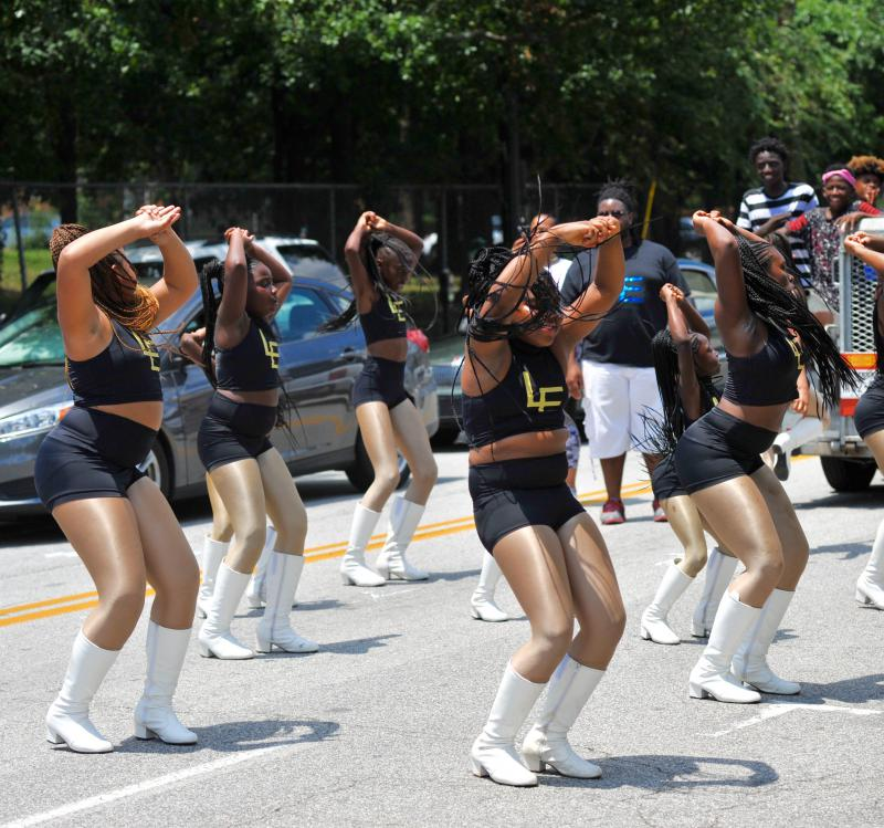 The LE dance team breaks it down to a Drake song in the parade.
