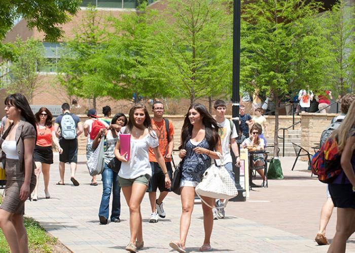1 In 10 Cal State Studenten Homeless, Studie fest, NPR
