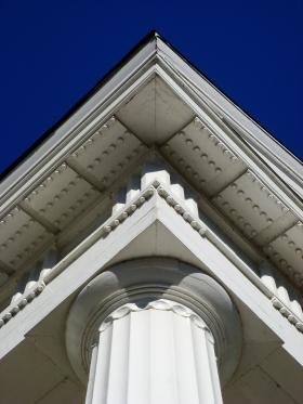 Photo detail of court building.