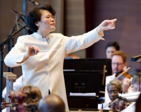 Mei-Ann Chen leads the Chicago Sinfonietta