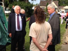 Gov. Rick Snyder (r) and Congressman Sander Levin (l) speak with flood victims in Warren on Monday.