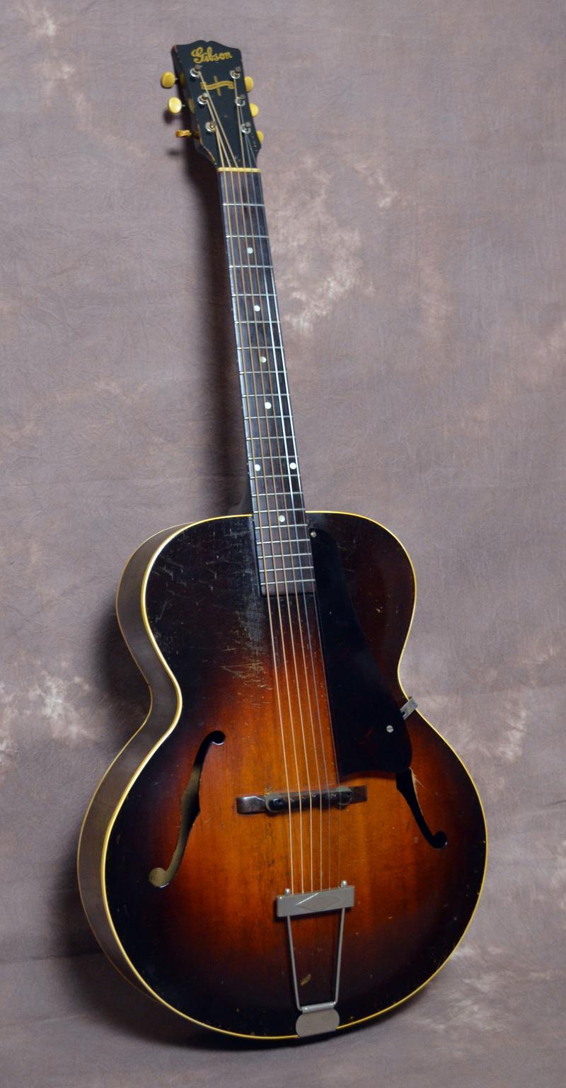 1943 Gibson guitar photo