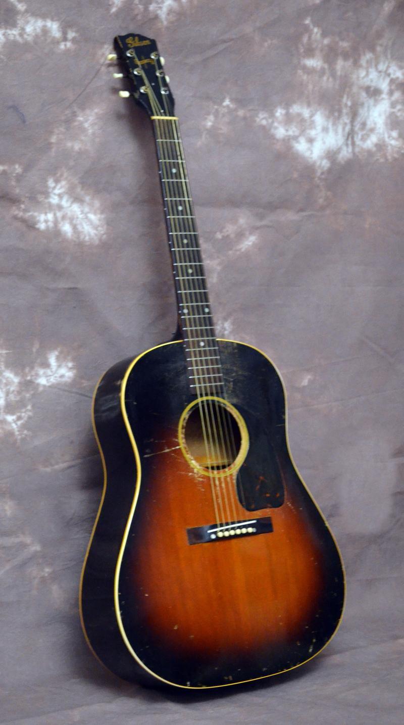 1944 Gibson guitar photo