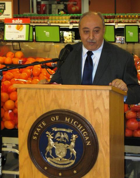 Michigan DHS director Ishmael Ahmed explains the new food assistance benefit increase at a west Lansing grocery store.