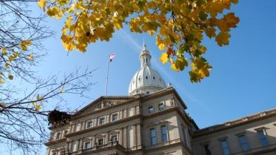 A picture of the Michigan Capitol.