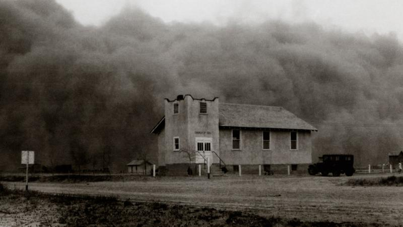 Dust storm engulfing building