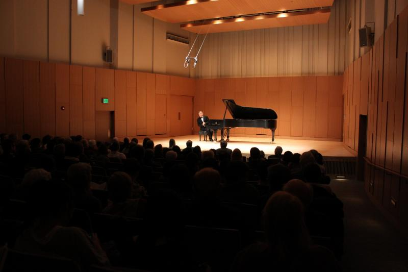 Ralph Votapek addresses the concert-goers at Cook Recital Hall - MSU Faculty Recital Series