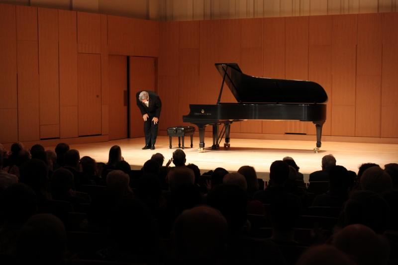 Ralph Votapek takes a bow. Cook Recital Hall - MSU Faculty Recital Series