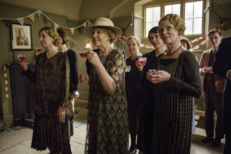 Scene from Ep. 4 (l-r) Laura Carmichael as Lady Edith, Penelope Wilton as Isobel Crawley, Joanne Froggatt as Anna Bates, Raquel Cassidy as Baxter, and Samantha Bond as Aunt Rosamund