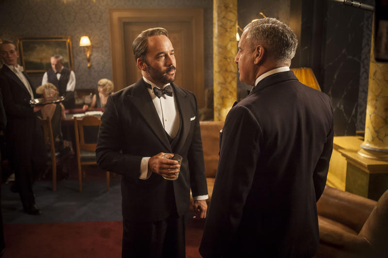 Scene from 2 (l-r): Jeremy Piven as Harry Selfridge