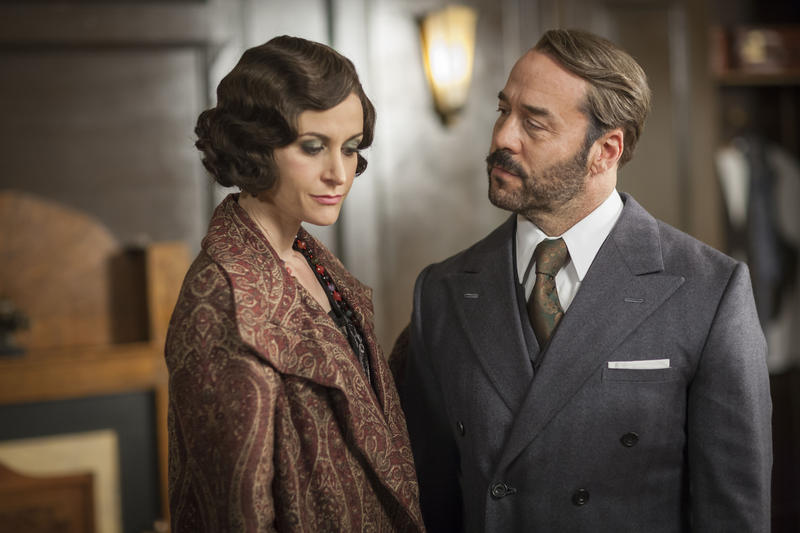 Shown (l-r): Katherine Kelly as Lady Mae and Jeremy Piven as Harry Selfridge
