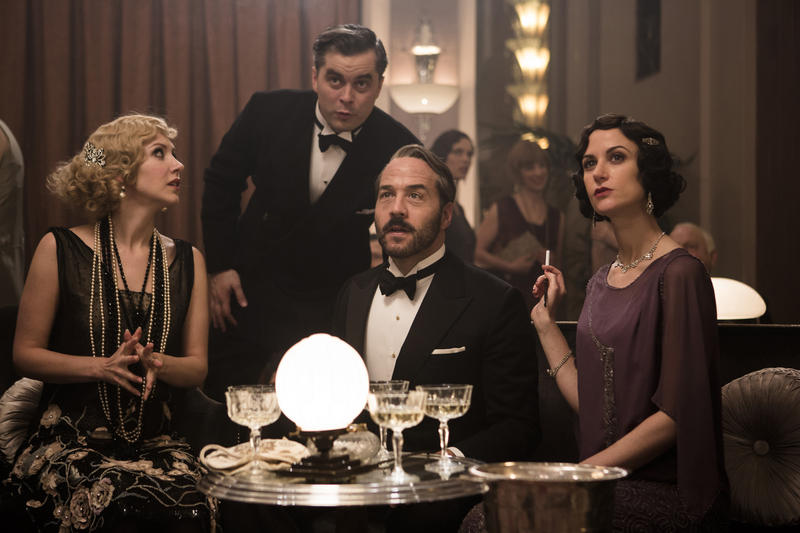 Scene from Ep.1 (l-r): Emma Hamilton as Rosie Dolly, Trystan Gravelle as Victor Colleano, Jeremy Piven as Harry Selfridge, Katherine Kelly as Lady Mae