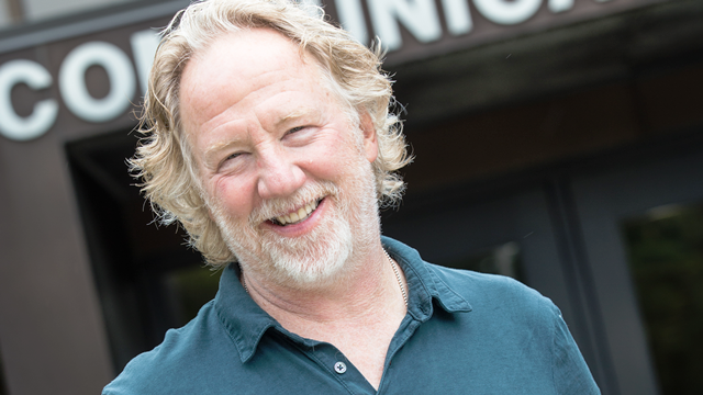portrait: Tim Busfield