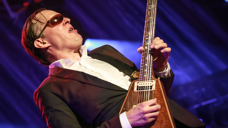 Joe Bonamassa performing