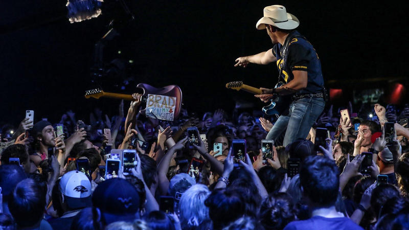 Brad Paisley with crowd