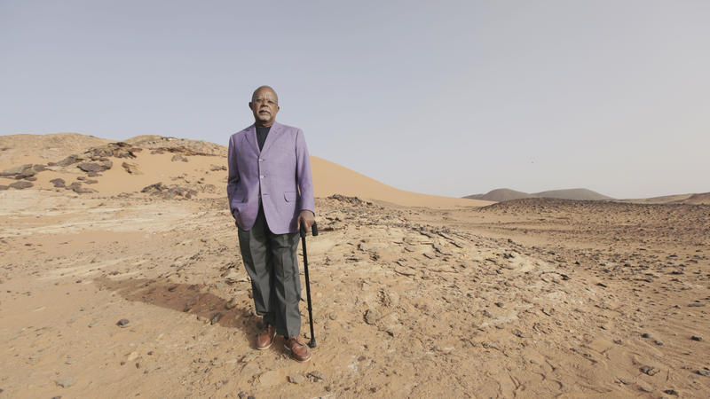 Henry Louis Gates, Jr. in  Meroë in Sudan desert