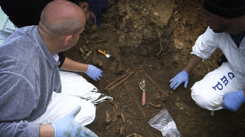 Mass grave exhumation in Bugjono, Bosnia-Herzegovina, by forensic scientists of the International Commission on Missing Persons.