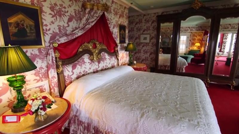 Grand Hotel - bedroom
