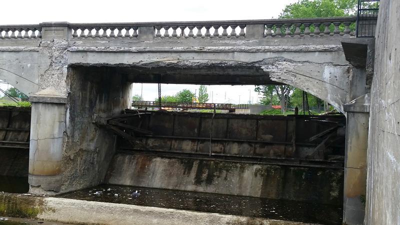 cracks in dam