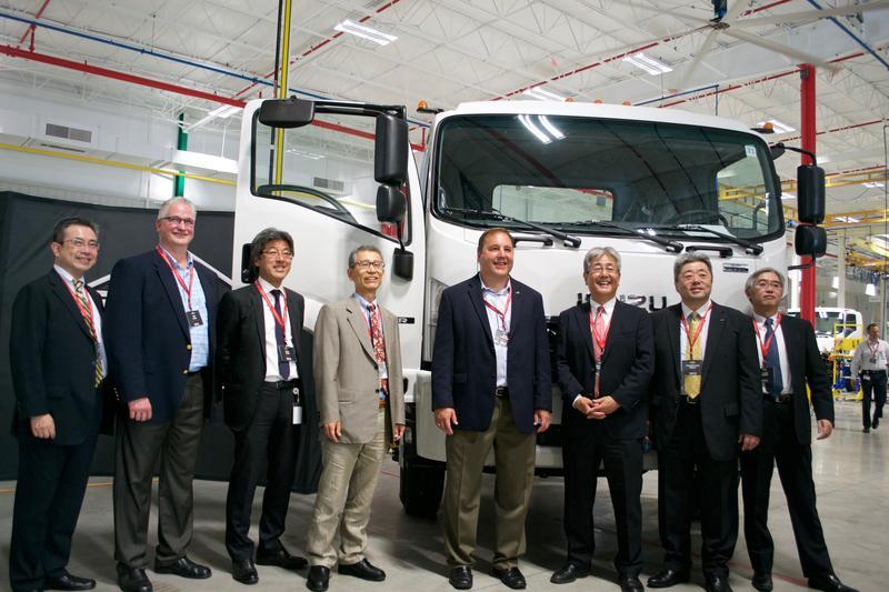Isuzu and Spartan Motors executives in front of an Isuzu FTR medium-duty series truck.