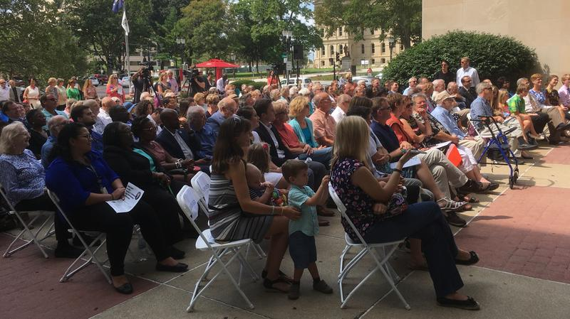 Hollister ceremony crowd photo