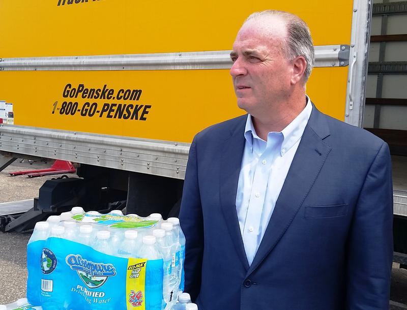 congressman and water bottles