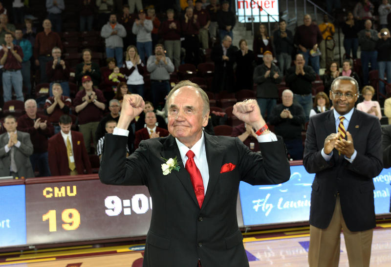 Dick Enberg visiting Central Michigan University.
