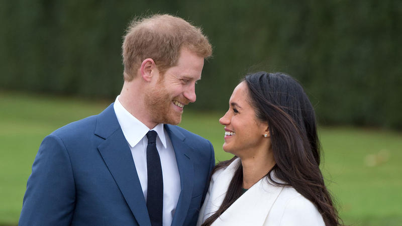 Prine Harry and Meghan Markle pose for a picture