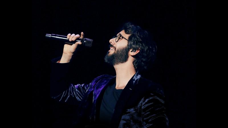 Groban singing on stage