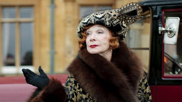 Shirley MacLaine joins the Downton Abbey cast.