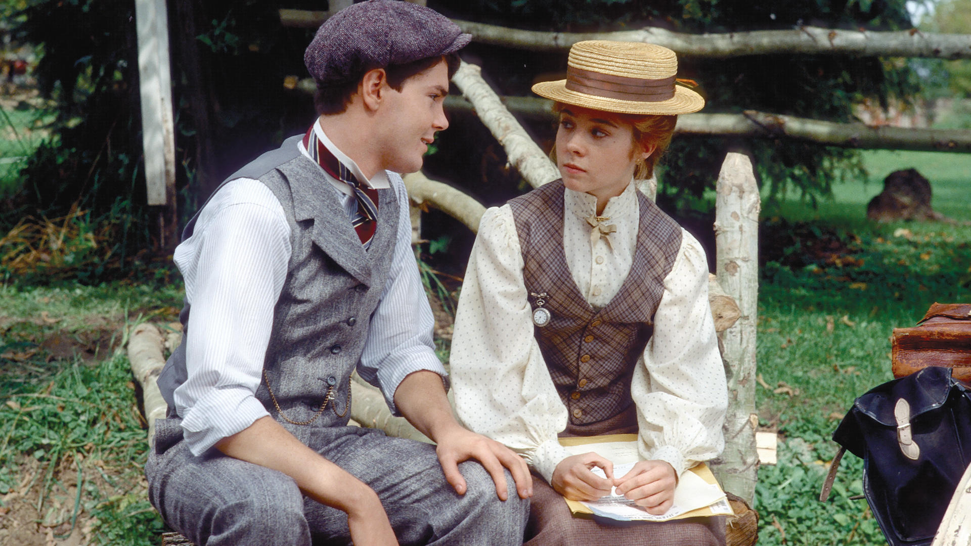 Gilbert Blythe (Jonathan Crombie) and Anne (Megan Follows)
