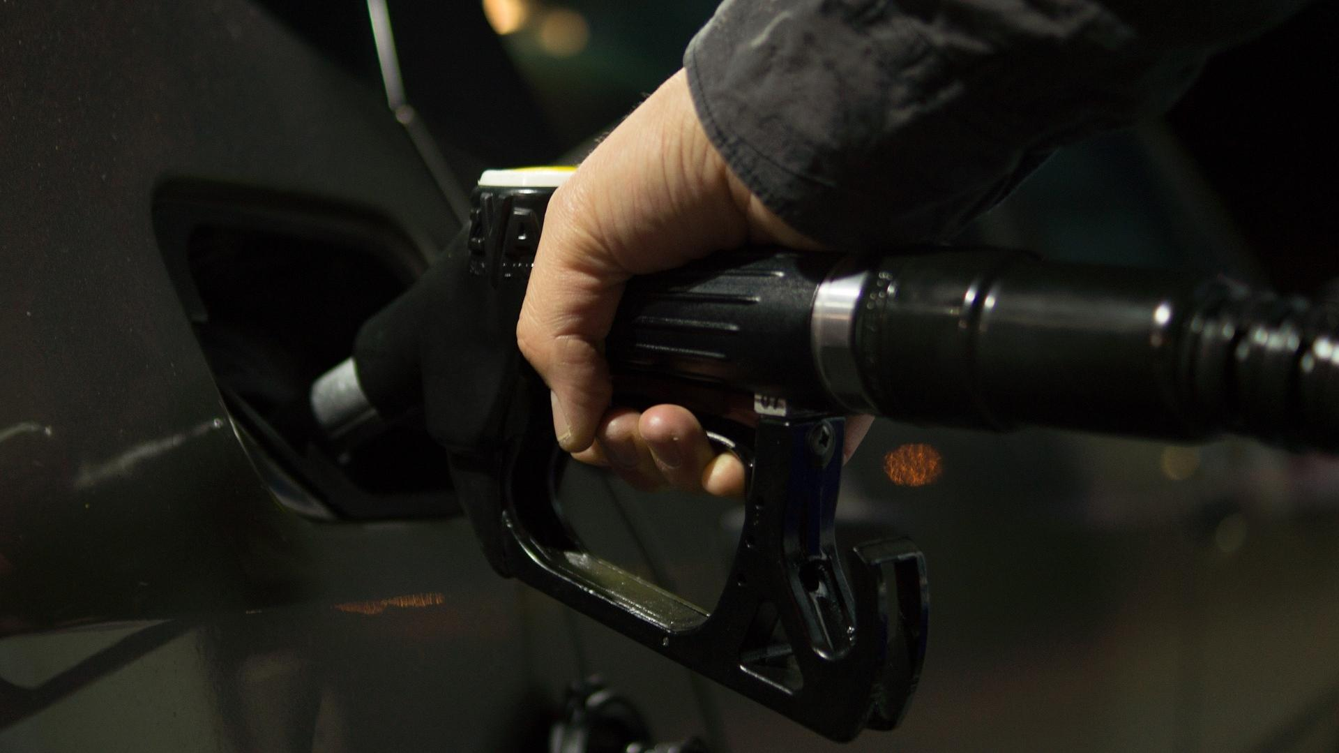 Gas prices fall 11 cents