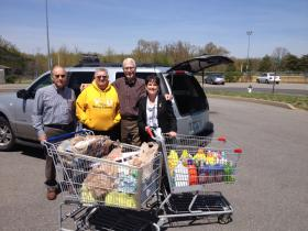 Murray Rotarians Gene Schanbacher, Pete Lancaster, Roger Reichmuth and Yvette Pyle make their food donation to Needline as part of the WKMS Feeding Hungry Minds project from this past fall.