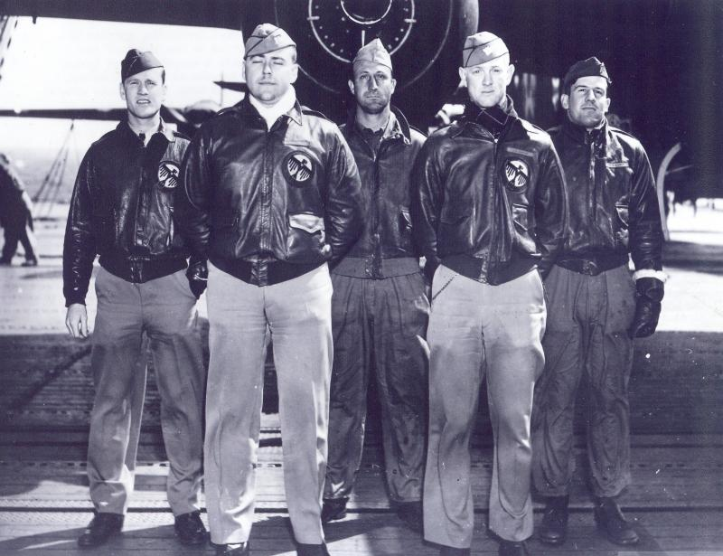 Thomas Griffin (far left) with his fellow bomber crewmates