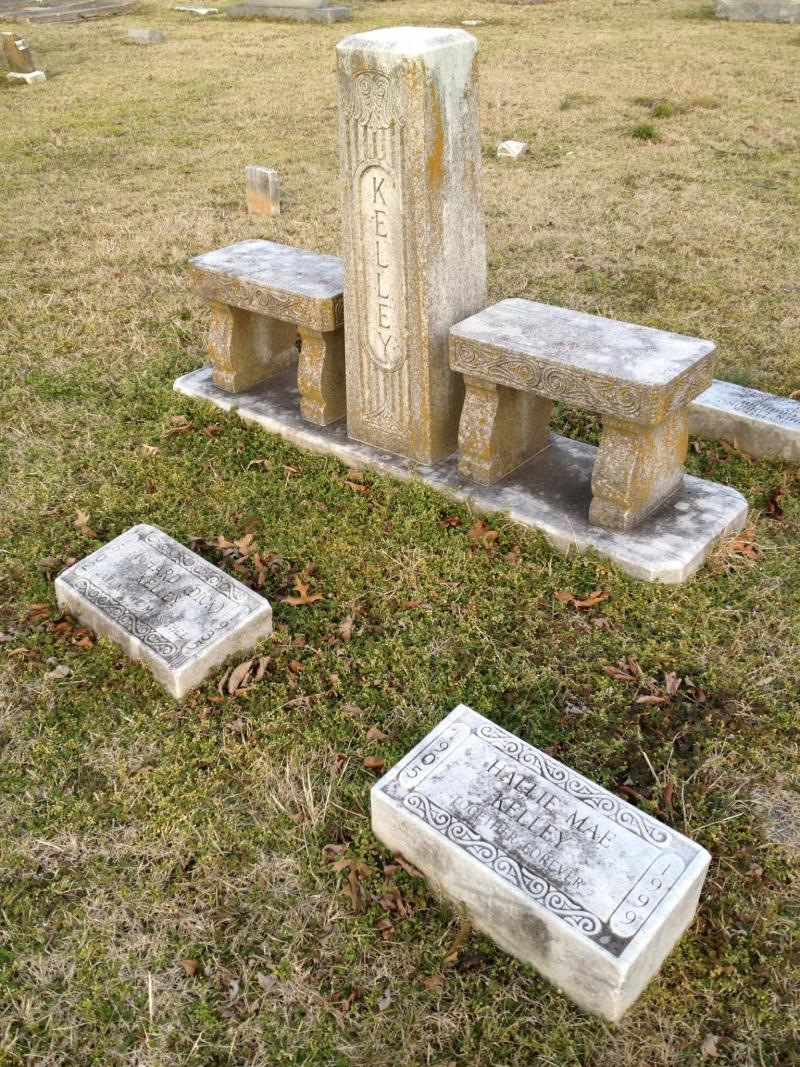 Richard and Hallie Mae Kelley's graves in Paducah's Oak Grove Cemetery