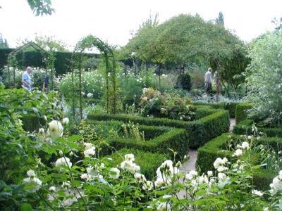 Sissinghurst Castle Garden Kent One Of The Most Famous White Gardens In World