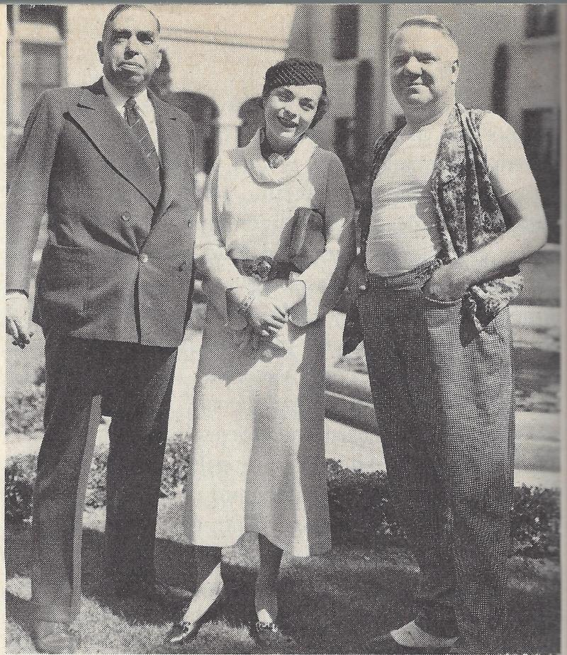 Cobb, his daughter Elizabeth, and his friend W.C. Fields, Hollywood, 1934.