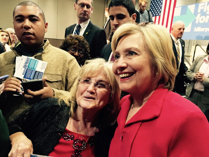 Hillary Clinton takes photos with crowd in Hopkinsville after rally