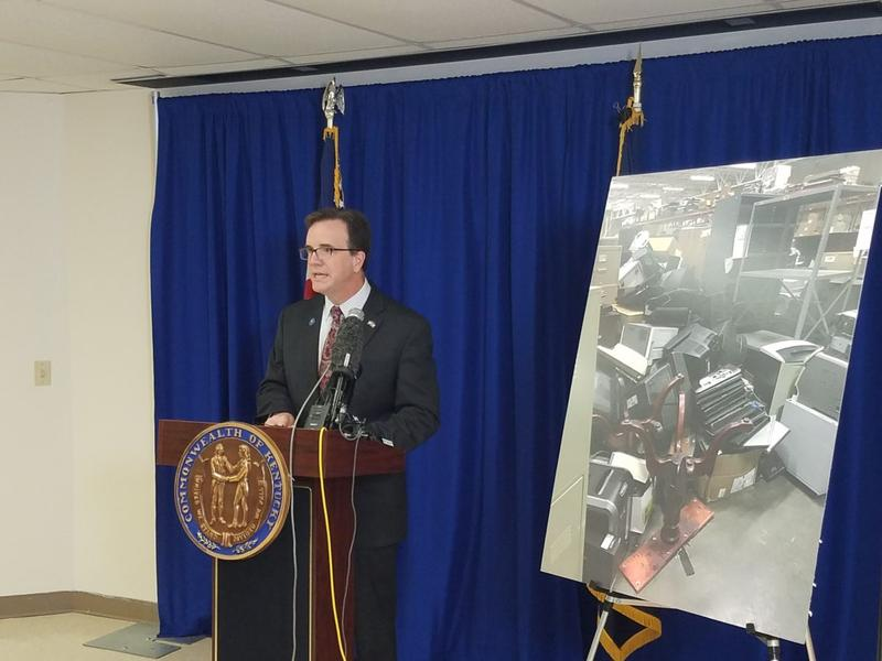 Ky. Auditor Mike Harmon said that the Administrative Office of the Courts improperly held employee-only sales of surplus property and didn't oversee how top officials used state resources.