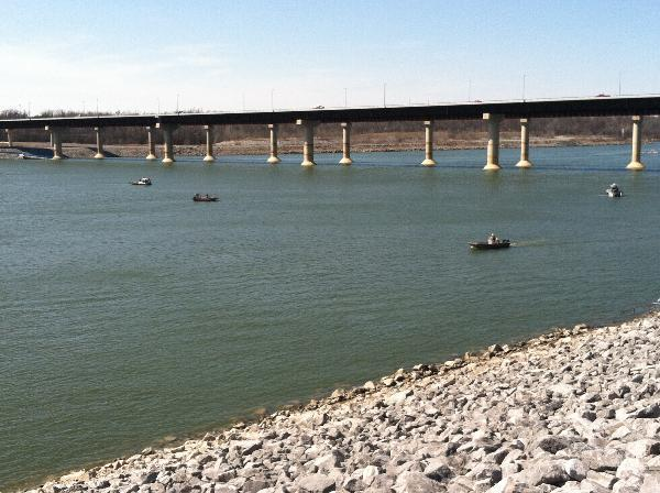 Crews search for boaters after capsize near Kentucky Dam.