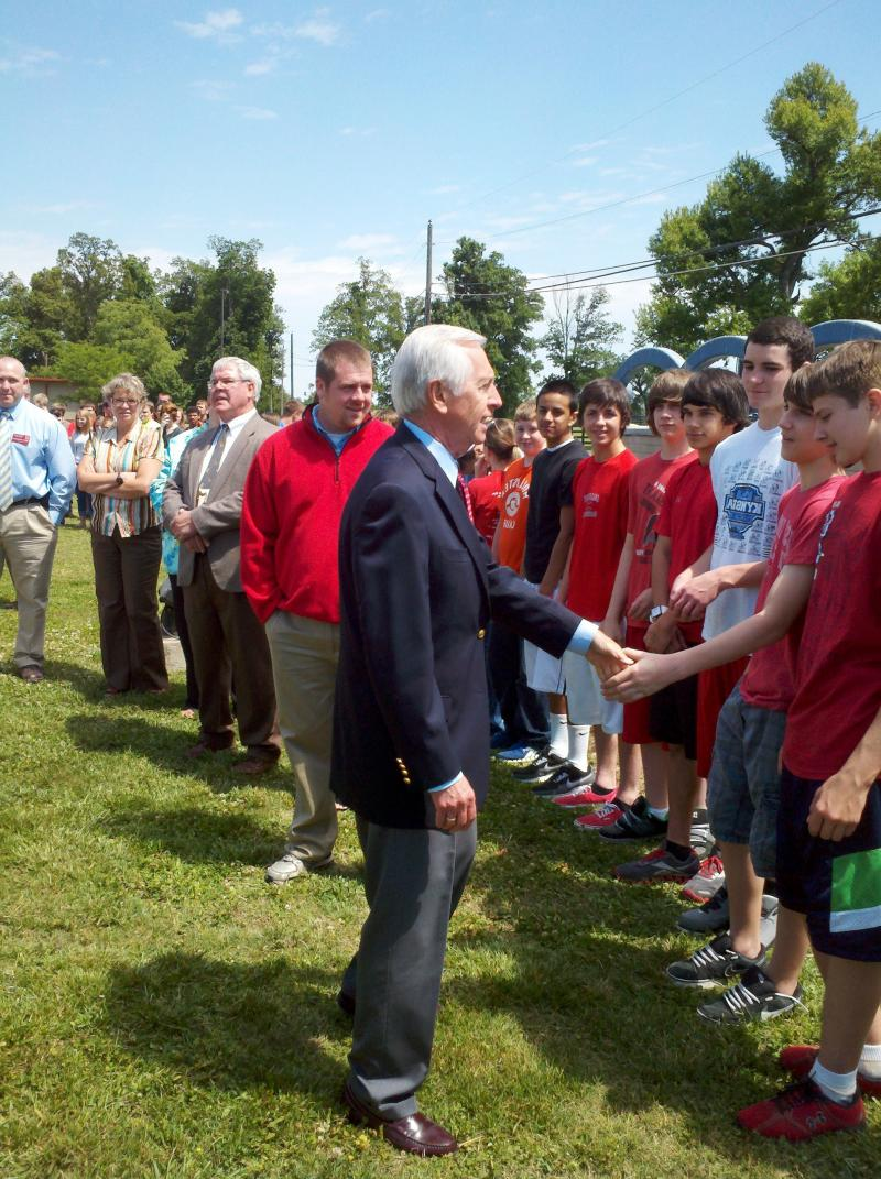 Gov. Steve Beshear meets with students at Calloway County Middle School.