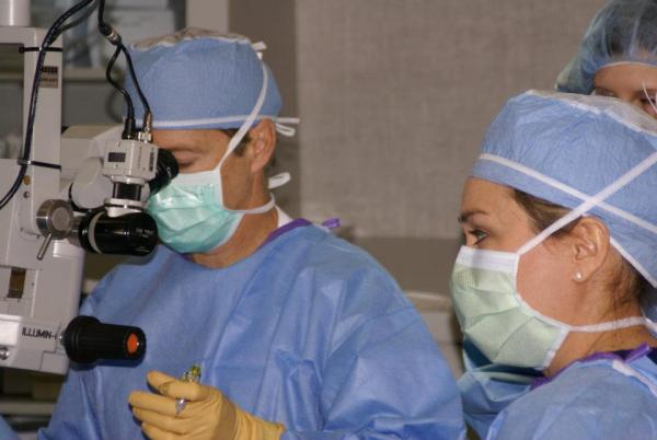 Paul performs a cataract surgery in Paducah in May 2012.