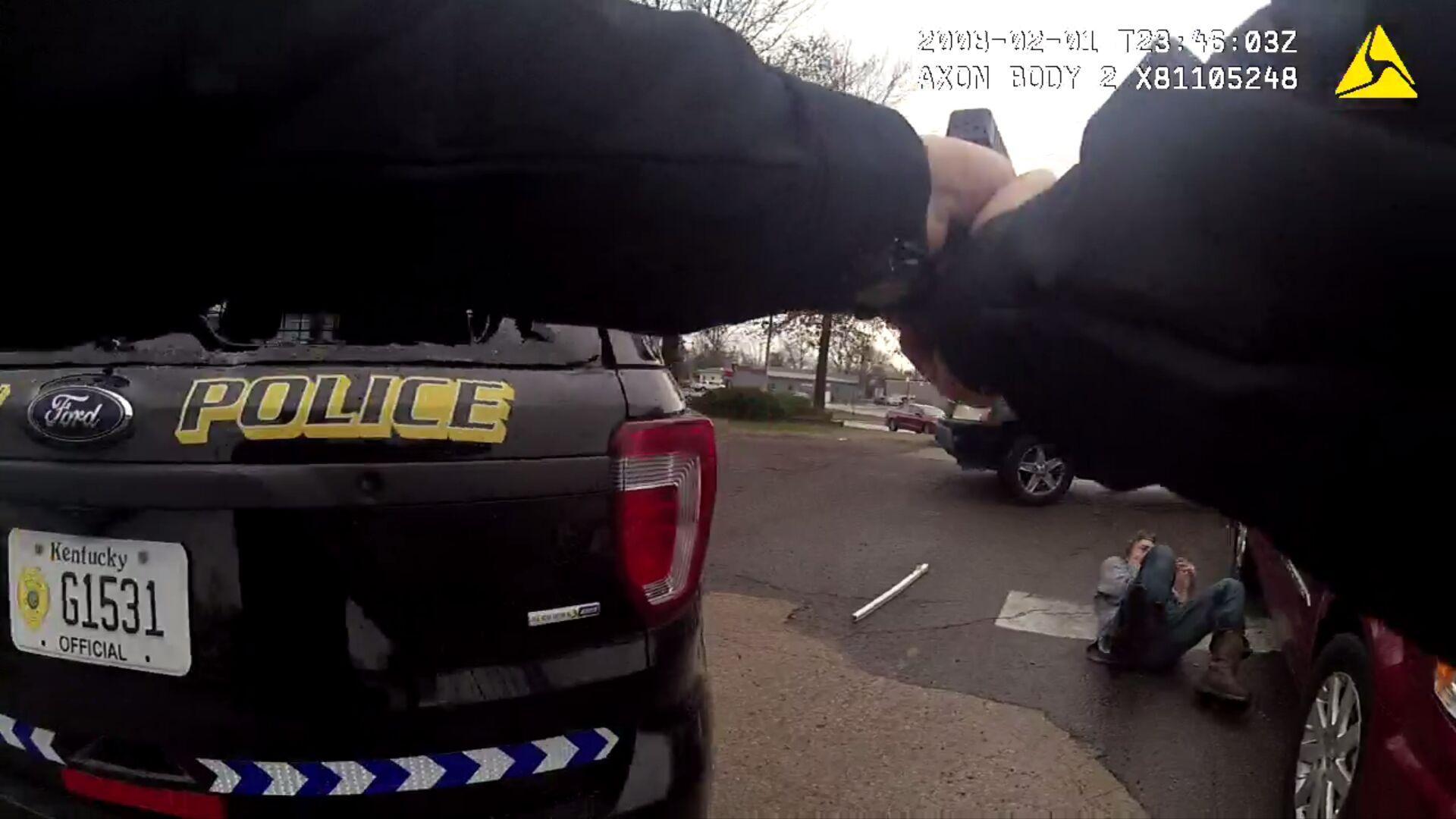 Disturbing Video Kentucky Cop Handcuffs >> Lawyers Claim Fulton Police Bodycam Of Shooting Death Refutes